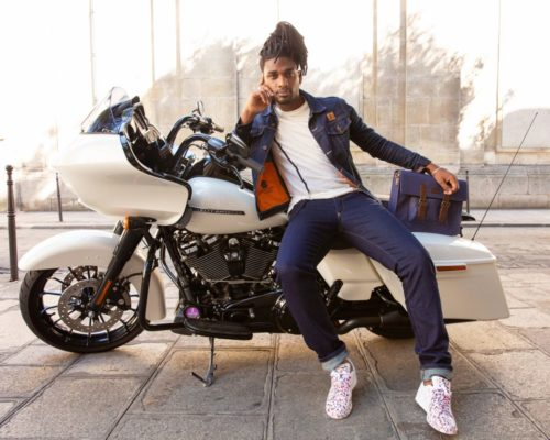 moto-homme-assis